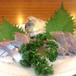 大島「味雅(魚屋)」魚屋で飲めるの!?店先で新鮮な刺身をつまみに一杯
