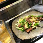福島-会津若松「皆川食肉店」たっぷり美味しいホルモン焼き400円で一杯!味わい深く温かい肉屋の鉄板焼き酒場